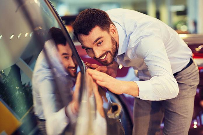 Praca w nowoczesnych salonach samochodowych