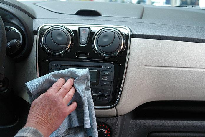 Czym jest auto detailing? Dlaczego warto korzystać z profesjonalnych kosmetyków samochodowych?